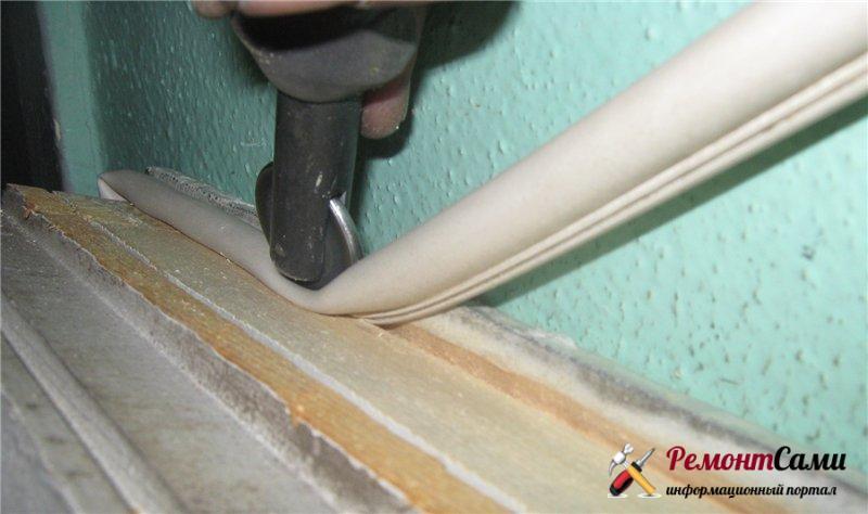 Утепление деревянных окон с помощью трубчатого профиля