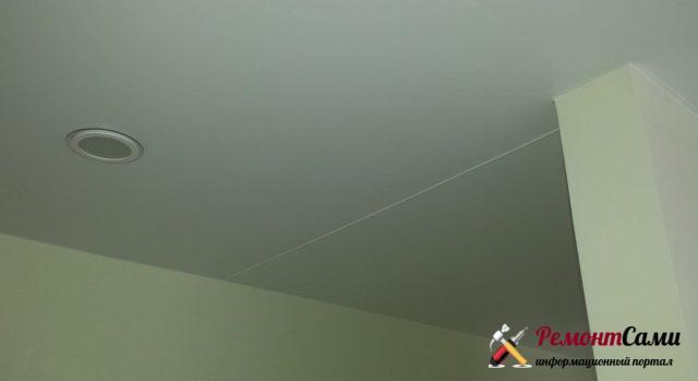 Стык на натяжном потолке