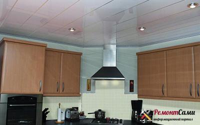 Панельный потолок на кухне