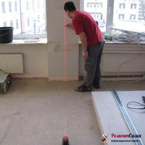 Разметка поверхностей помещения с помощью лазерного уровня