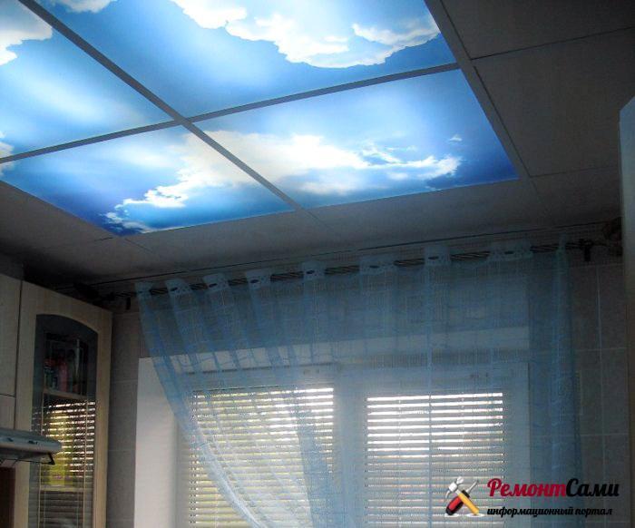 Кухня с окном в небо - подвесные потолки с рисунком