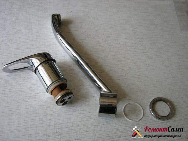 Замена резинового уплотнительного кольца у крана с поворотным изливом