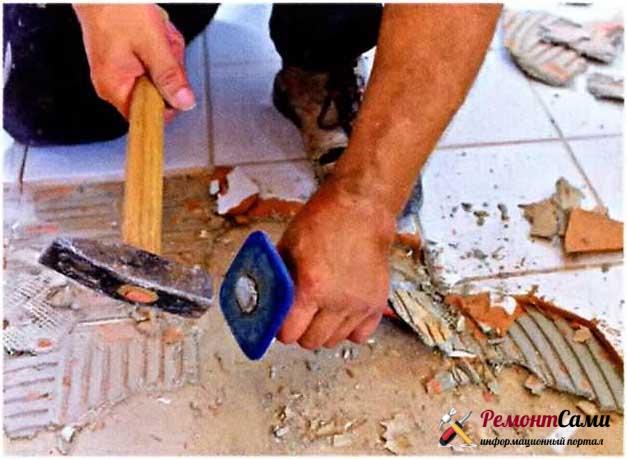 Подготовка основания — снятие строго плиточного покрытия.