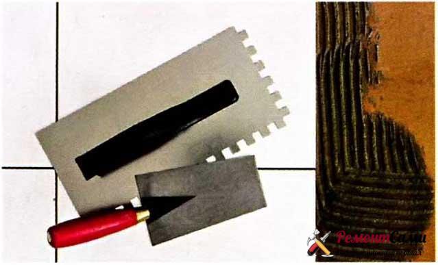 Необходимые инструменты для нанесения раствора — мастерок для набрасывания раствора и гладилка с зубчатым краем для разравнивания раствора и формирования гребёнки.