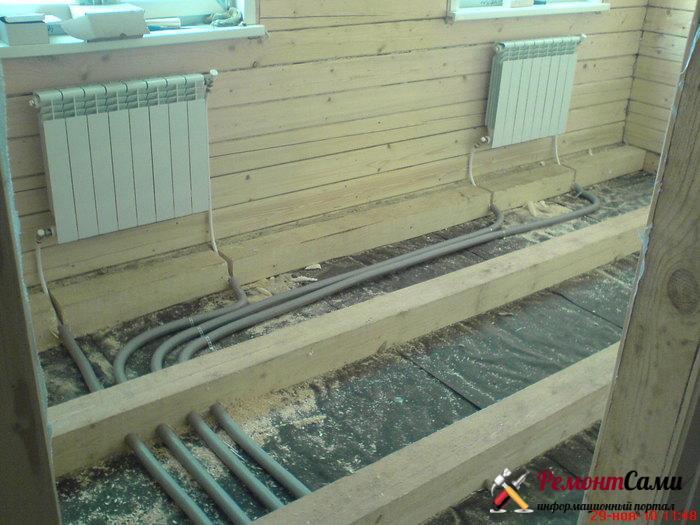 трубы в деревянном полу