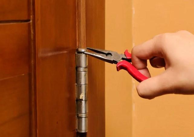Разборка навеса петель двери