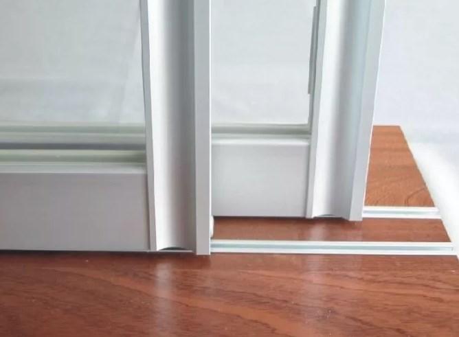 Сдвижные двери с нижней и верхней рельсой
