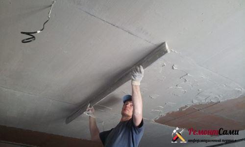 Какими материалами выравнивают потолок