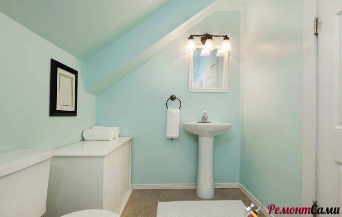 Покрашенный потолок в ванной