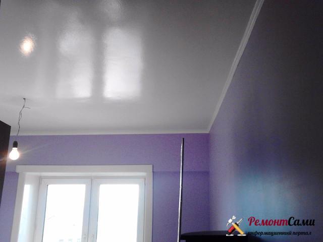 Потолок окрашенный глянцевой краской