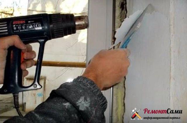 Демонтаж старой краски шпателем с помощью строительного фена