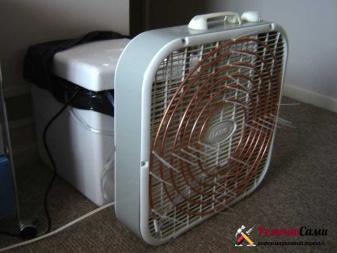 В термоящик при работе кондиционера нужно периодически добавлять лед.