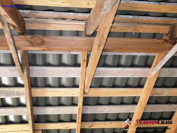 Установка обрешетки на двухскатную крышу изнутри