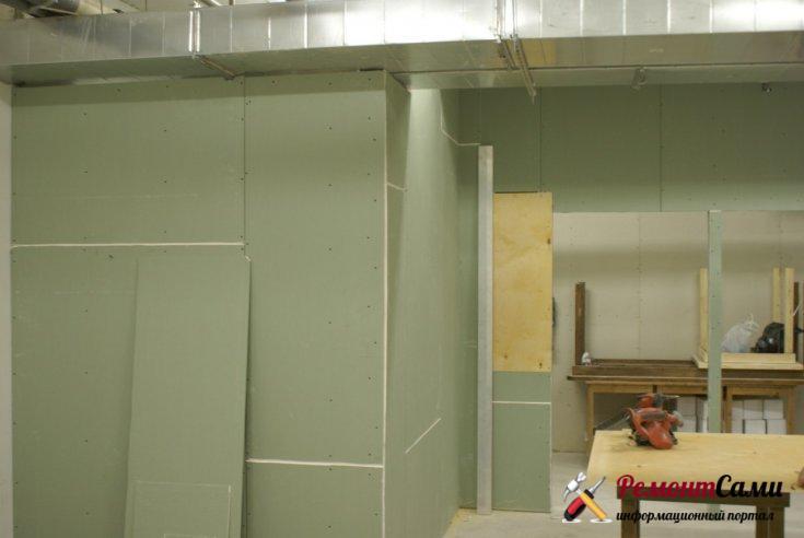 Гипокартонная стена после проведения отделочных работ