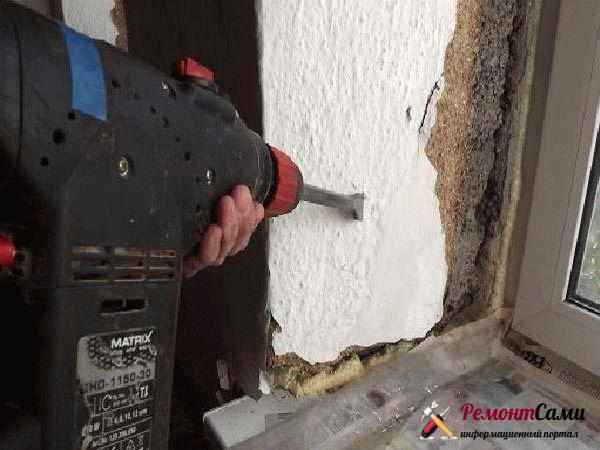 Демонтаж штукатурки старых откосов