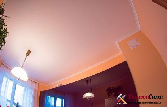 Потолок на кухне покрашенный
