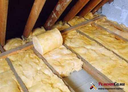 утеплить-потолок-ватой-в-рулонах